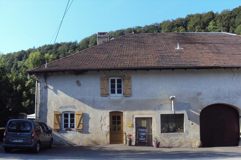 La boutique de la Ferme de la Maison du bois à Monnet la Ville